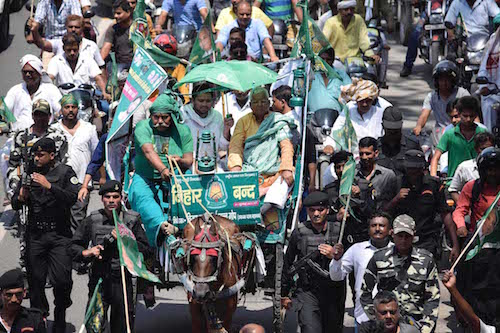 PATNA, JULY 27 (UNI):- RJD chief Lalu Prasad rides n a horse cart with party supporters during state-wise bandh to protest against the central government's failure to make public the caste-based census in Patna on Monday. UNI PHOTO-69U