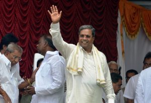 in_karnataka_siddaramaiah_gives_a_defeated_congress_some_hope_vantage_caravan_magazine_4-september-2014_0