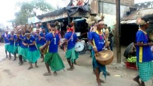 Residents of Krishnanagar were treated to the Santhal dasai dance on 10 October. Photo by Anik Sharma Kashyap