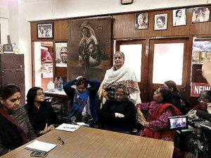 12 दिसंबर, 2015 को नई दिल्ली में नेशनल फेडरेशन ऑफ़ इंडियन वीमेन और स्त्रीकाल द्वारा महिला आरक्षण पर आयोजित राउंड टेबल