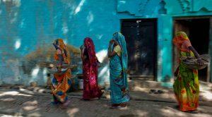 आगरा और मैनपुरी में मैला ढोने वाली महिलाएं